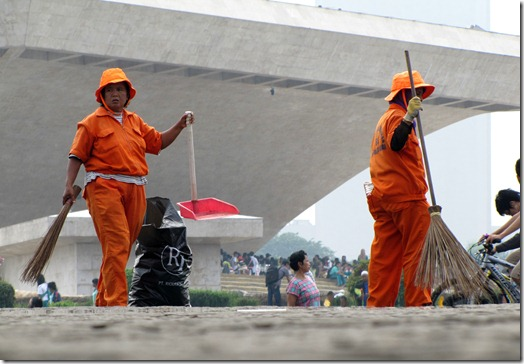 Cleaner-up Workers at the Mona